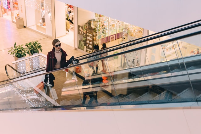 mall shopping black friday
