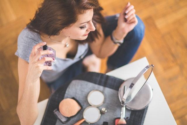 closeup-of-a-young-woman-applying-perfume-6404